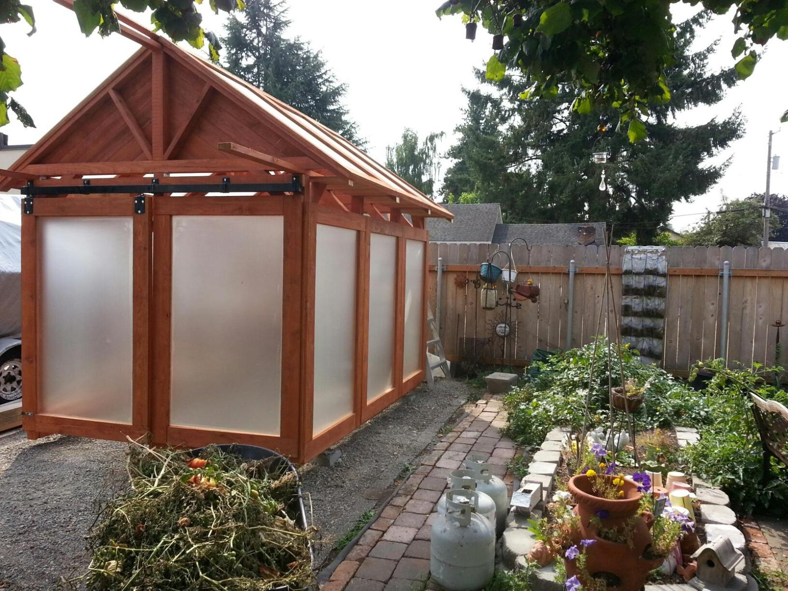 Solar glass greenhouse